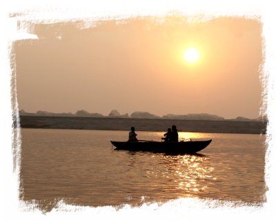 Varanasi- sunrise on the Ganges ©vcsinden2011