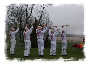 Coldrum Longbarrow, Kent - Hartley Morris Men greet the sunrise on May Day morning ©vcsinden