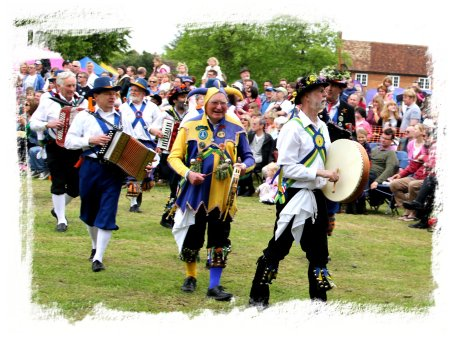 Ickwell May Queen Celebration - Bedford Morris Men   ©vcsinden2014