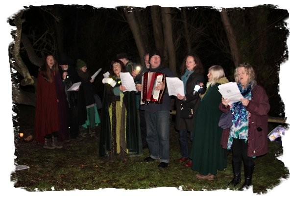 The Wassail Singers – apple yowling – The Gate Inn, Marshside, Kent ©vcsinden2016