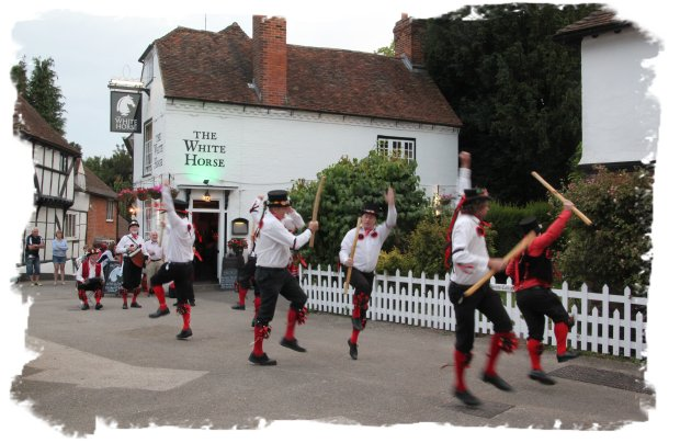 Headcorn Morris at Chilham Square © vcsinden 2016