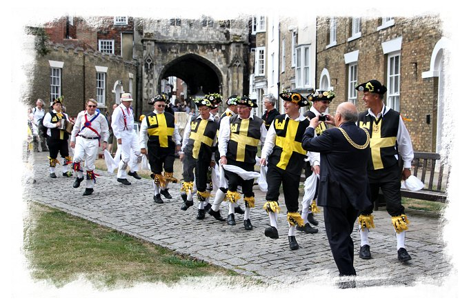 Lord Mayor of Canterbury at the Hop Hoodening Service 2016 with Wantsum Morris ©vcsinden2016