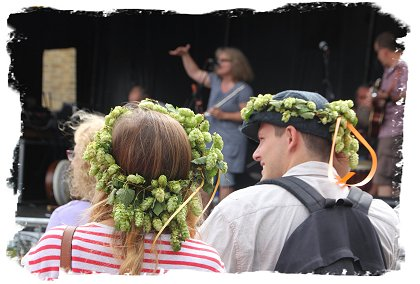 Hop headresses - Faversham Hop Festival ©vcsinden2016