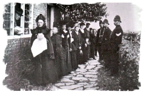 The Biddenden Dole, Kentisg tradition - photo taken in 1902 by Sir Benjamin Stone