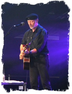 Richard Thompson sings a song from 'Dream Attic' live at the 2011 Cambridge Folk Festival ©vcsinden2011